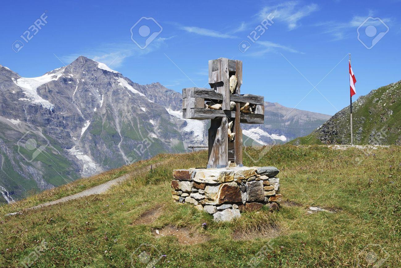 Mountain view in Austria at the Grossglockner Hochalpenstrasse (high alpine road). Stock Photo - 7916036
