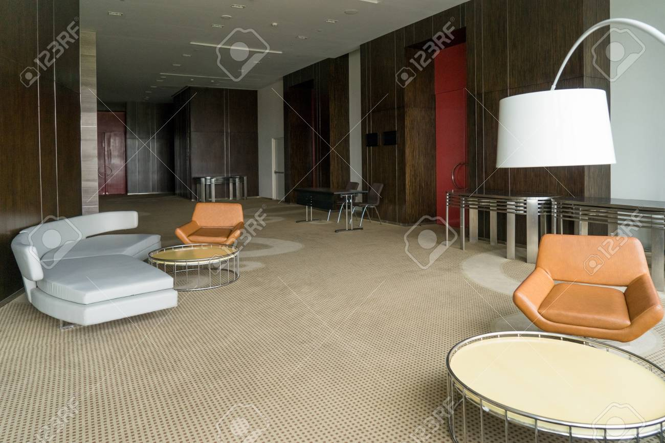Ordinaire Modern Hotel Lobby With Leather Sofa And Chairs, Lamp And Round Tables.  Office Lounge