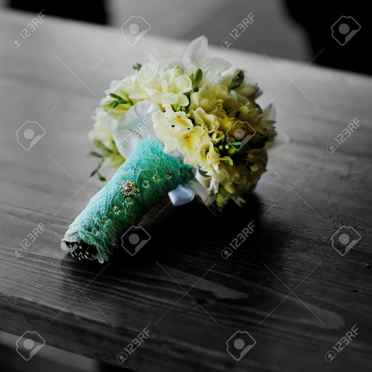 Stilvolle Hochzeitsstrauss Mischung Aus Farbe Und Schwarzweiss