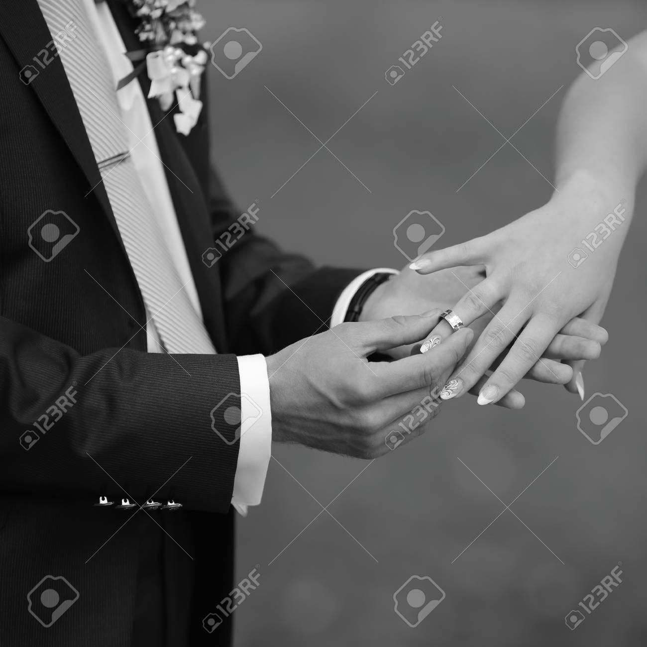 Hande Von Hochzeitspaaren Bild In Schwarzweiss Zusammengehorigkeit