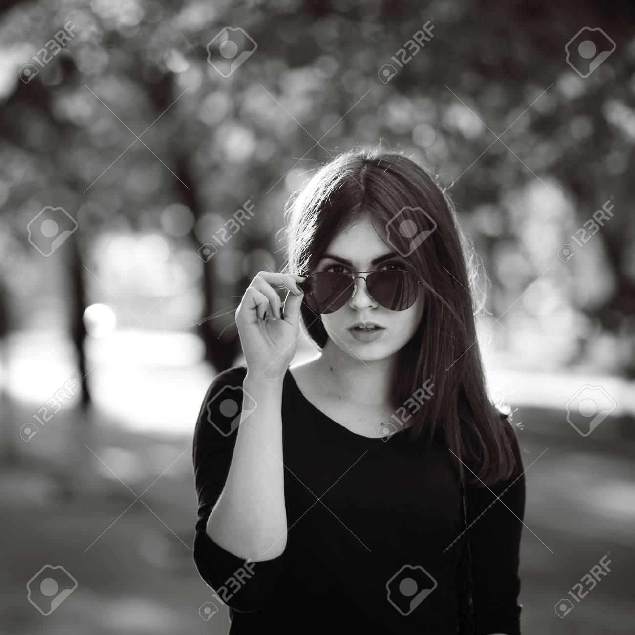 SolBlanco Con Camisa Negra Estilo En Gafas Moda Chica Y De Yfb67gy