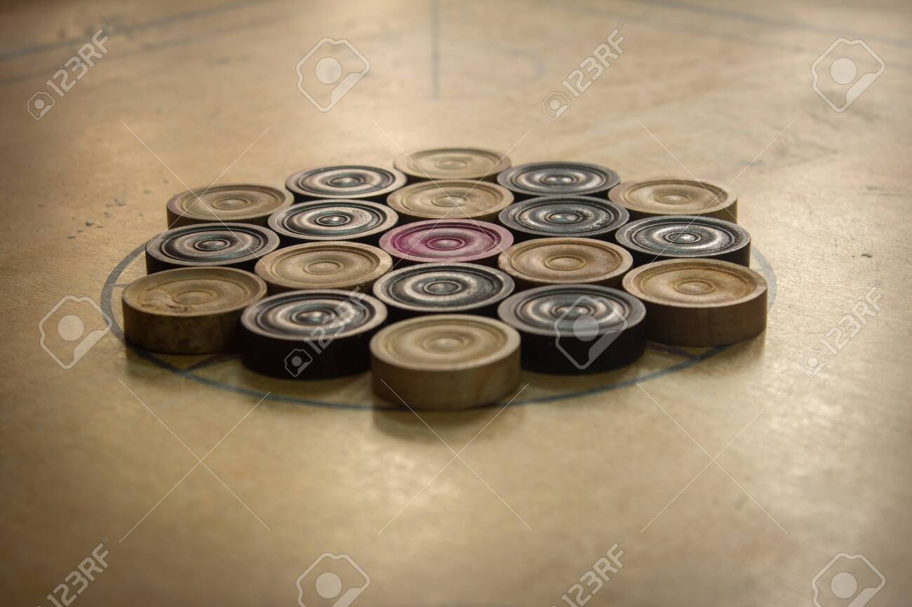 Coins arranged in order for carrom board game. Multiplayer board game with good fun time. - 138290966