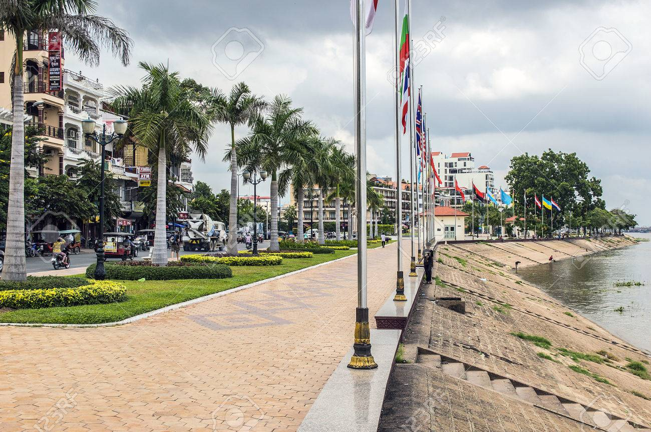 Phnom Penh riverside - 24795718