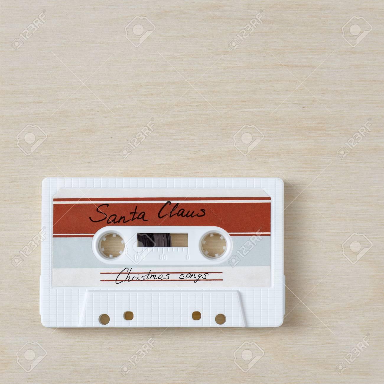 Votos de um Feliz Natal 90342037-vintage-audio-cassette-tape-with-christmas-songs-on-wooden-background
