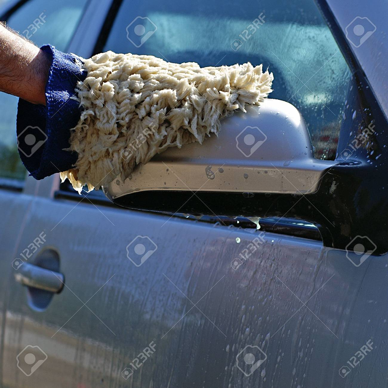 Cleaning the car after a road trip. - 2807607