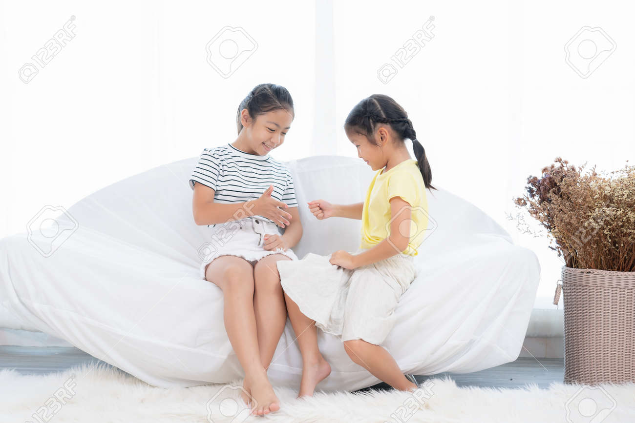 Asian girls playing together in a white room - 170304429