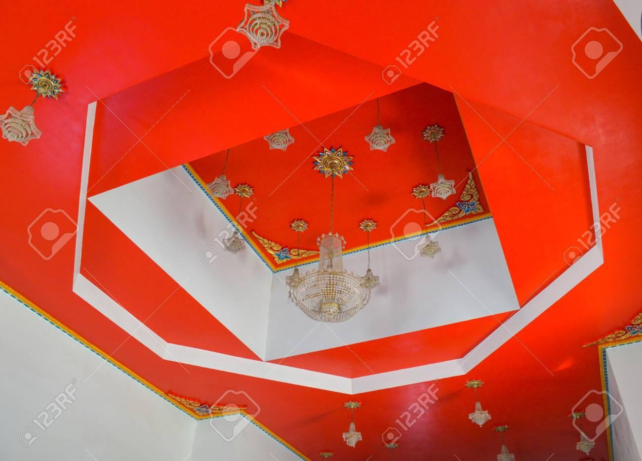 Lampe Thai Au Plafond Rouge Banque Dimages Et Photos Libres De