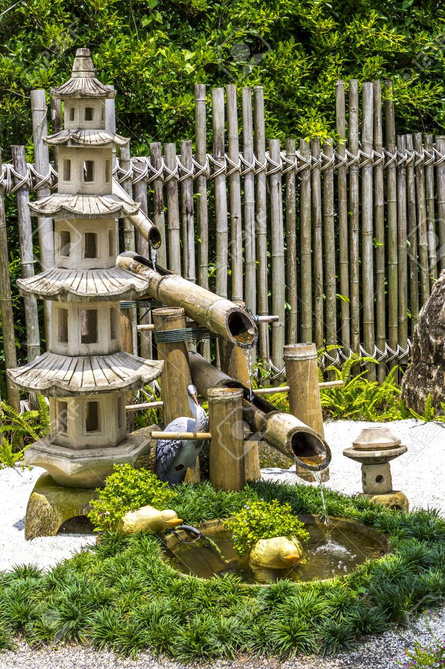 Charmant Pagada Stone And Bamboo Fountain In Japanese Garden Stock Photo   22992473