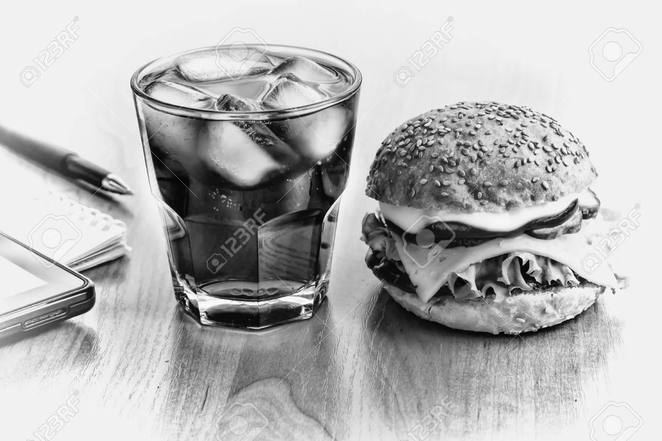 Photo noir et blanc déjeuner d affaires sur le lieu de travail