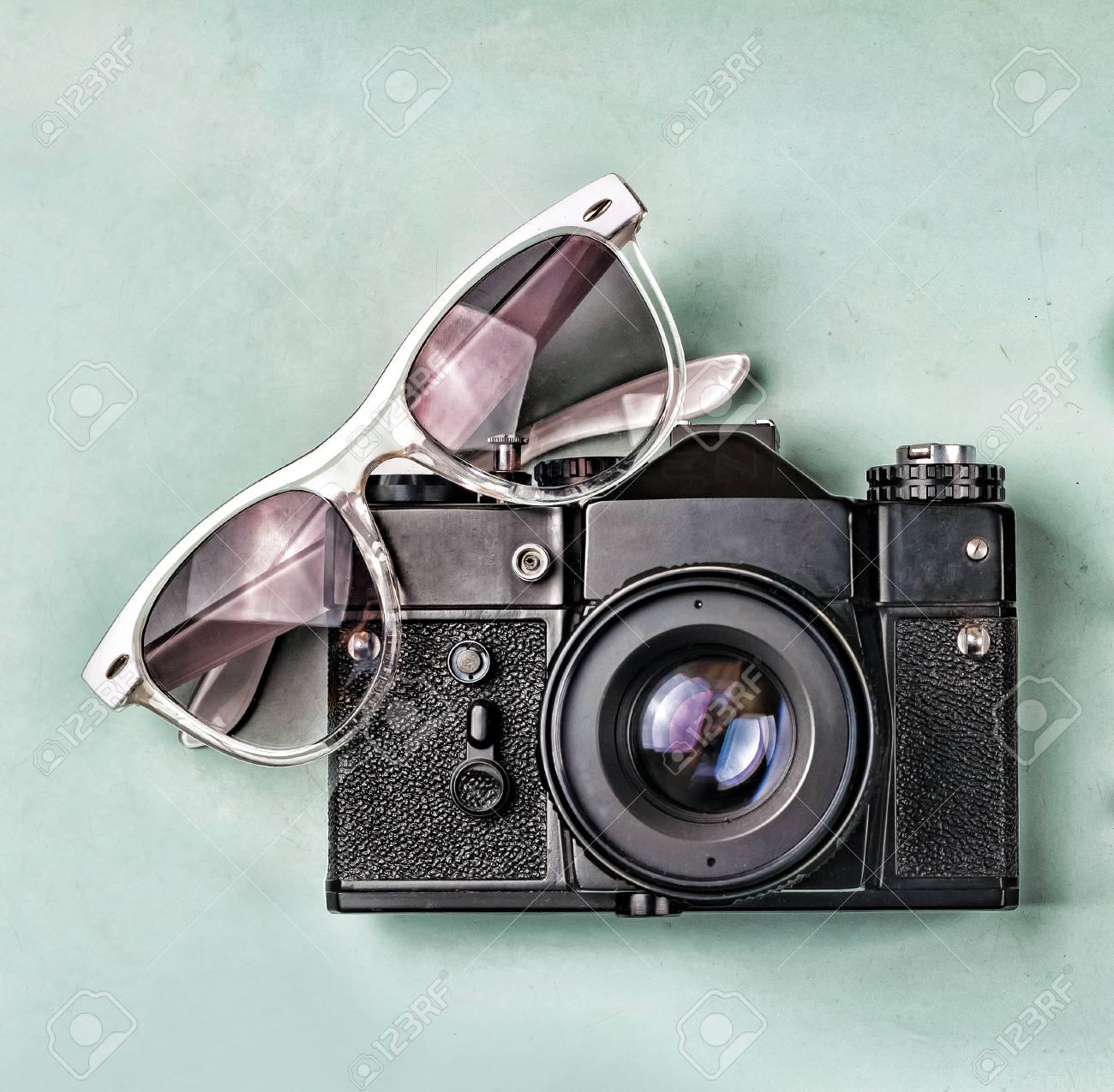 Macchina Fotografica Antica Occhiali Da Sole Vecchia Bussola E
