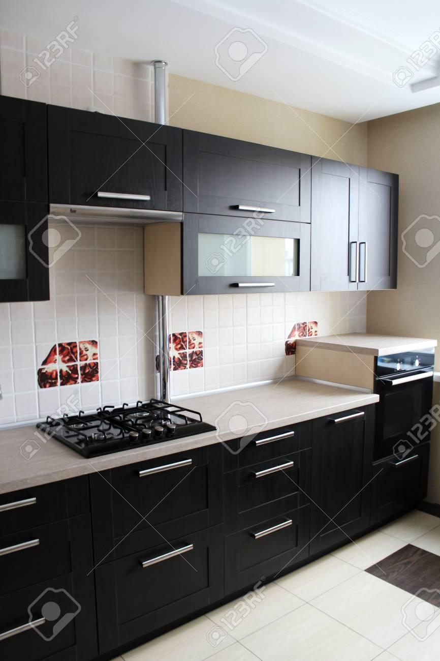 Cocina de color marrón. Producción de muebles.