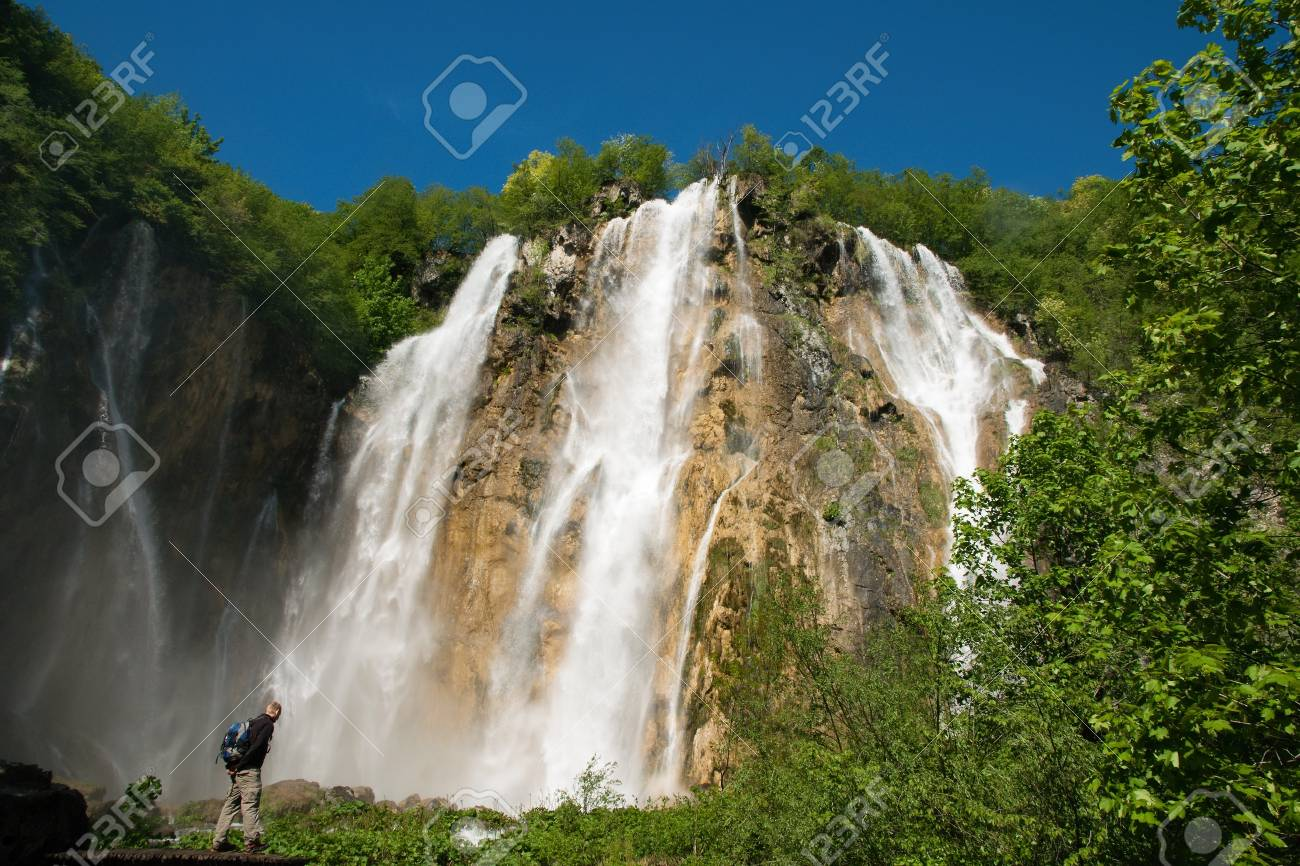 Big waterfall Stock Photo - 14174852