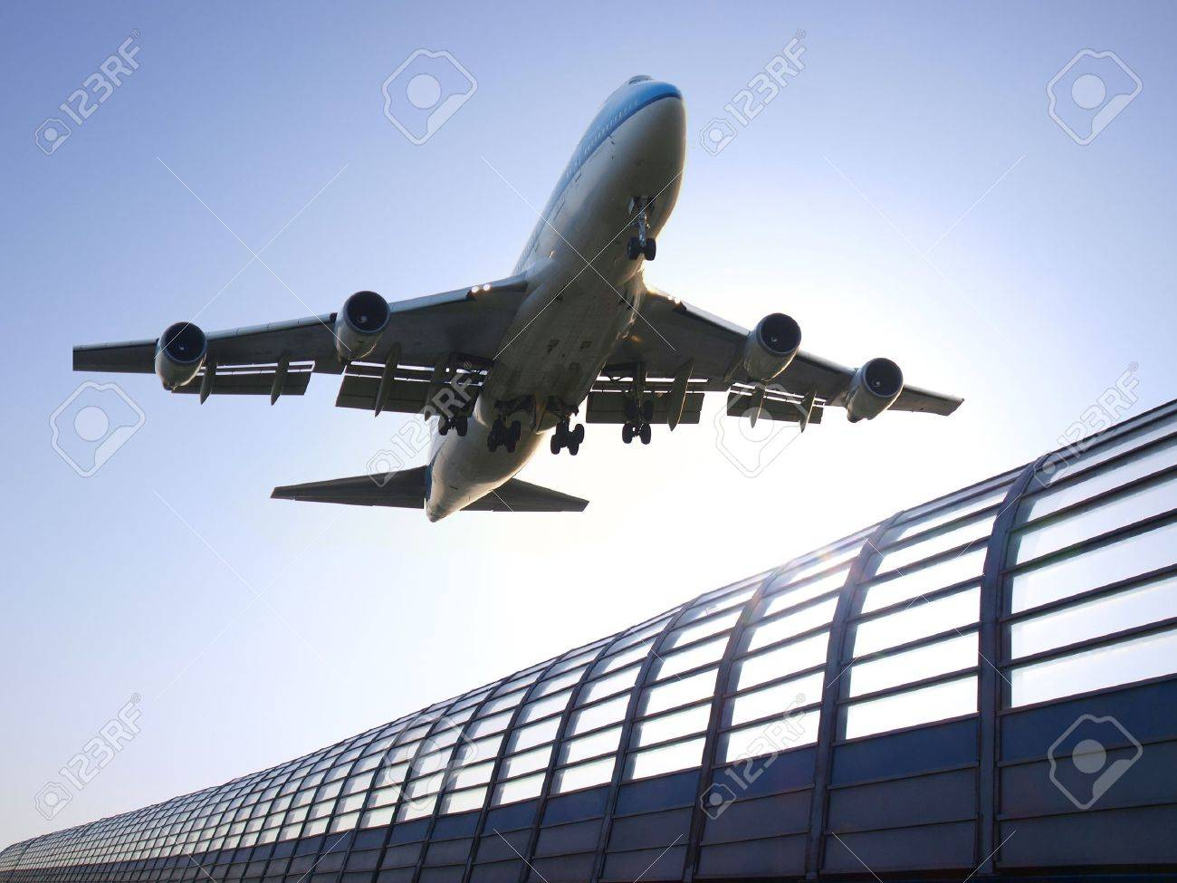 Airplane landing Stock Photo - 9397405