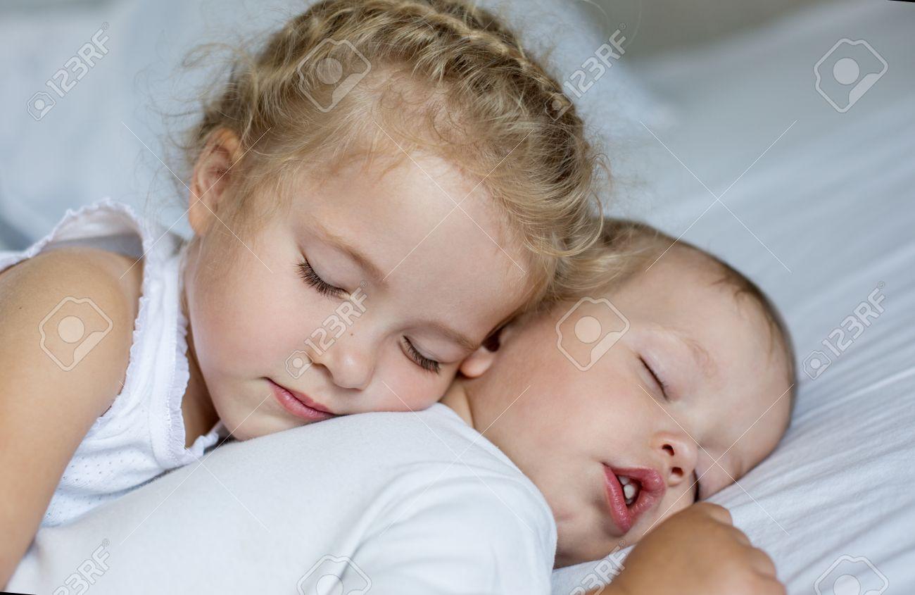 Секс брат сестра и, Порно: брат и сестра. Секс инцест брата и сестры на 19 фотография