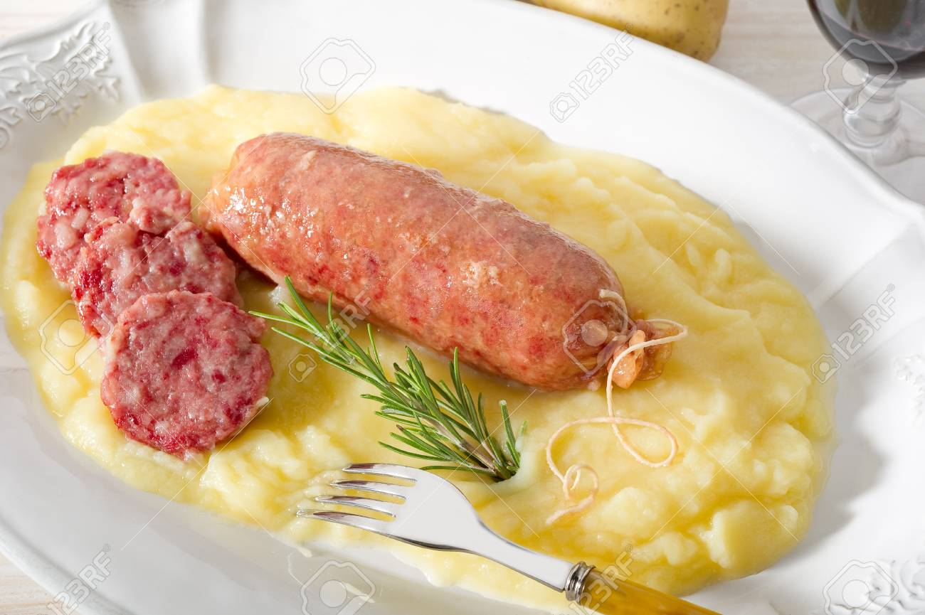 sausage with mashed potatoes Stock Photo - 10243145