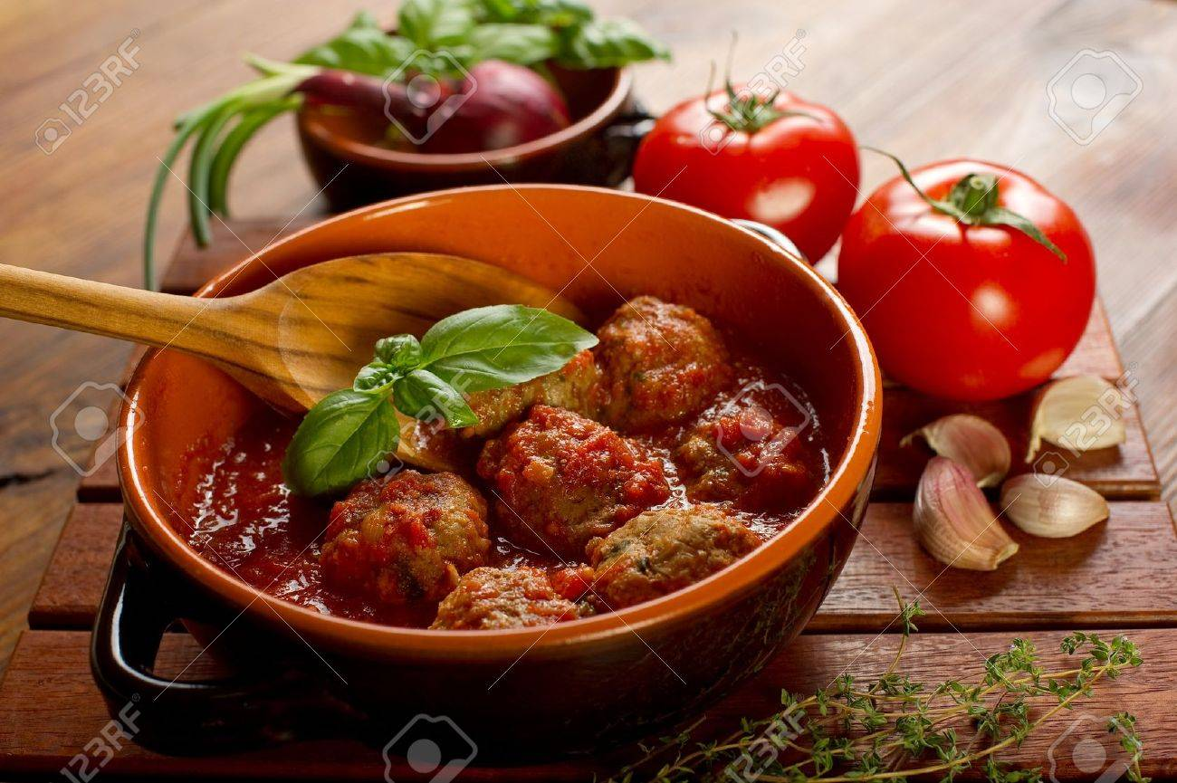 meat balls with tomatoes sauce - 10392847
