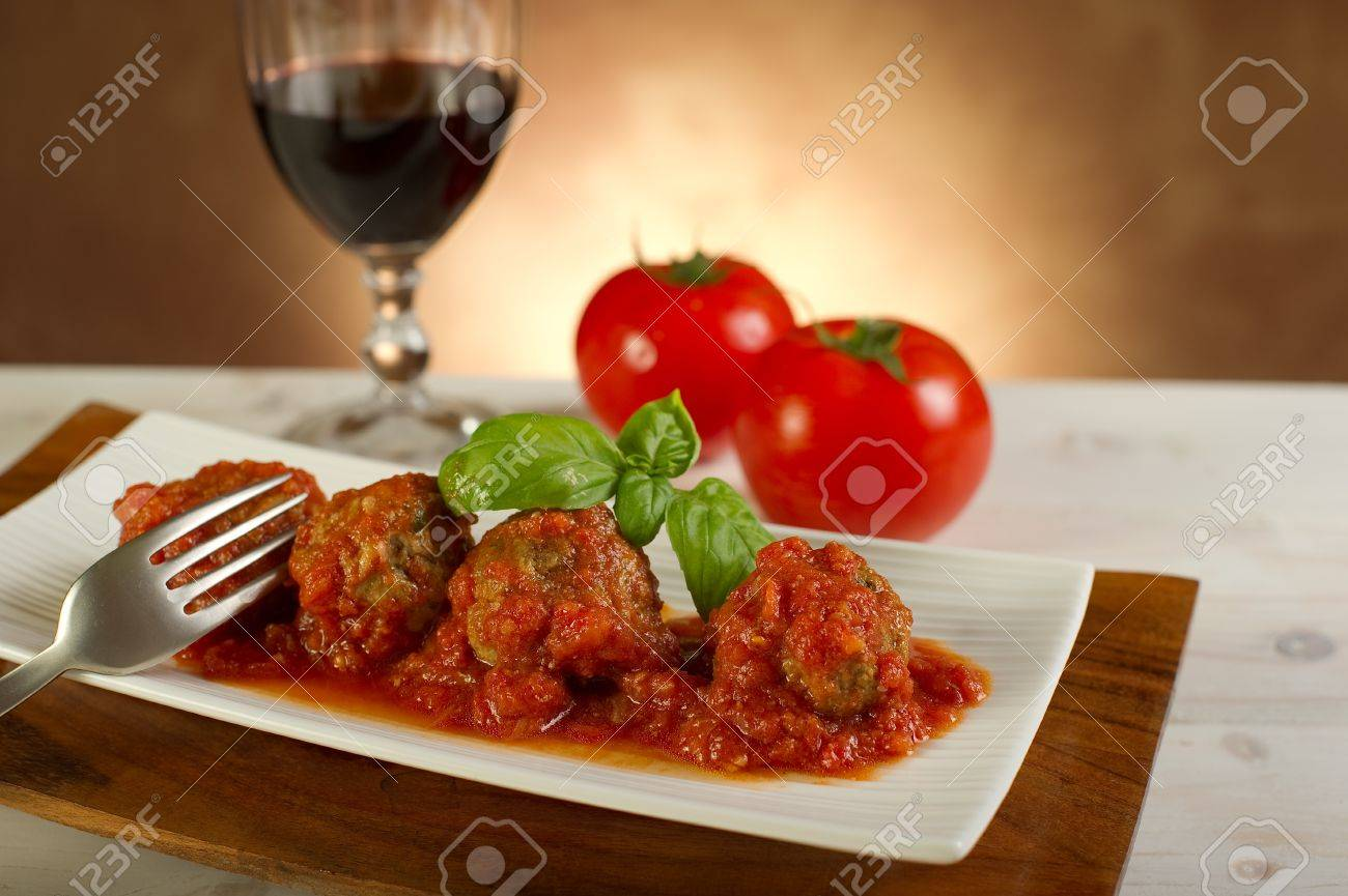 meat balls with tomatoes sauce - 10392830