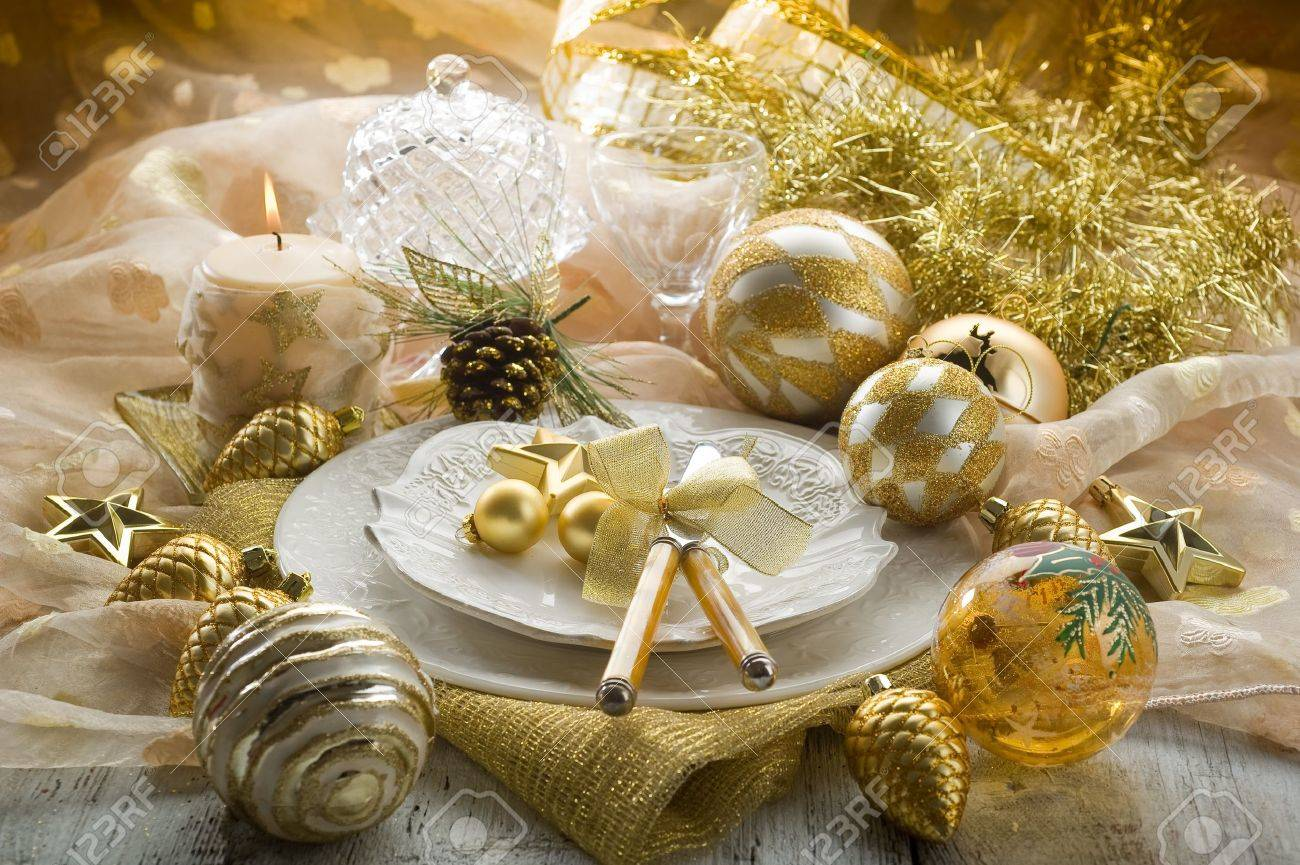Christmas table decorations gold - Festive Flame Gold Xmas Table With Decorations
