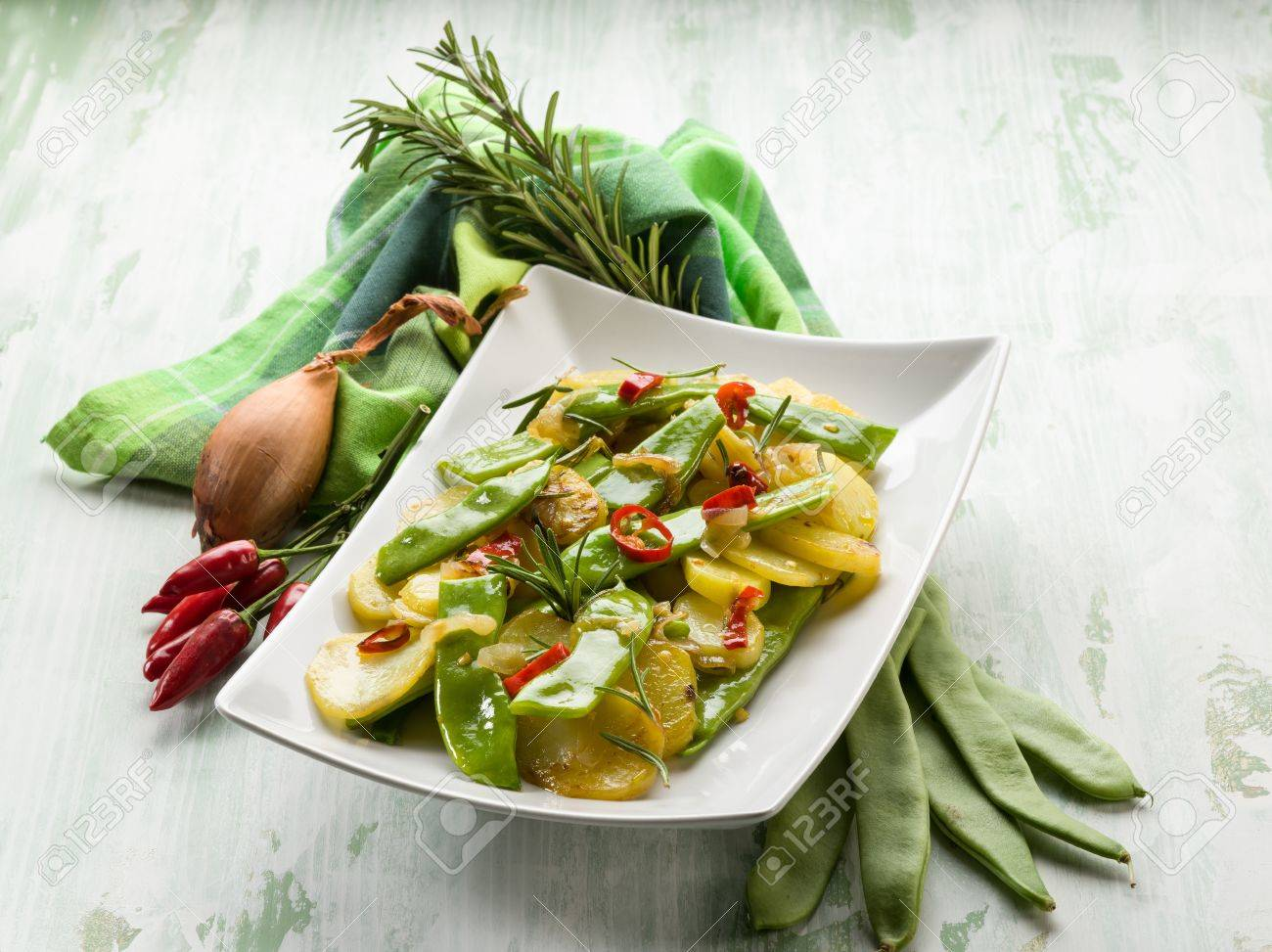 potatoes salad with flat green beans Stock Photo - 21583810