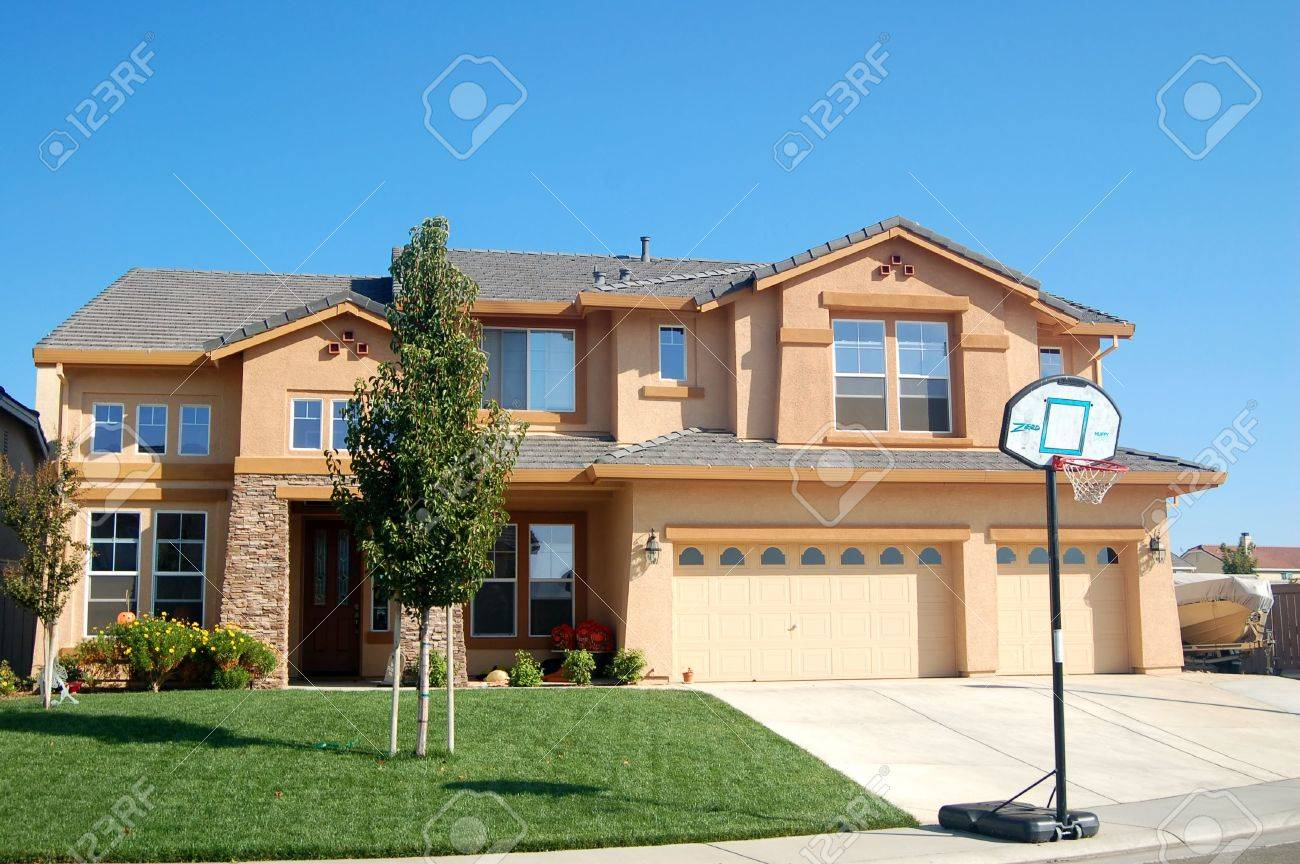 suburban house in califronia with basketball hoop in front Stock Photo - 307276