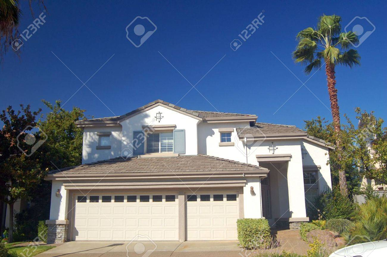 house in the suburbs Stock Photo - 334762