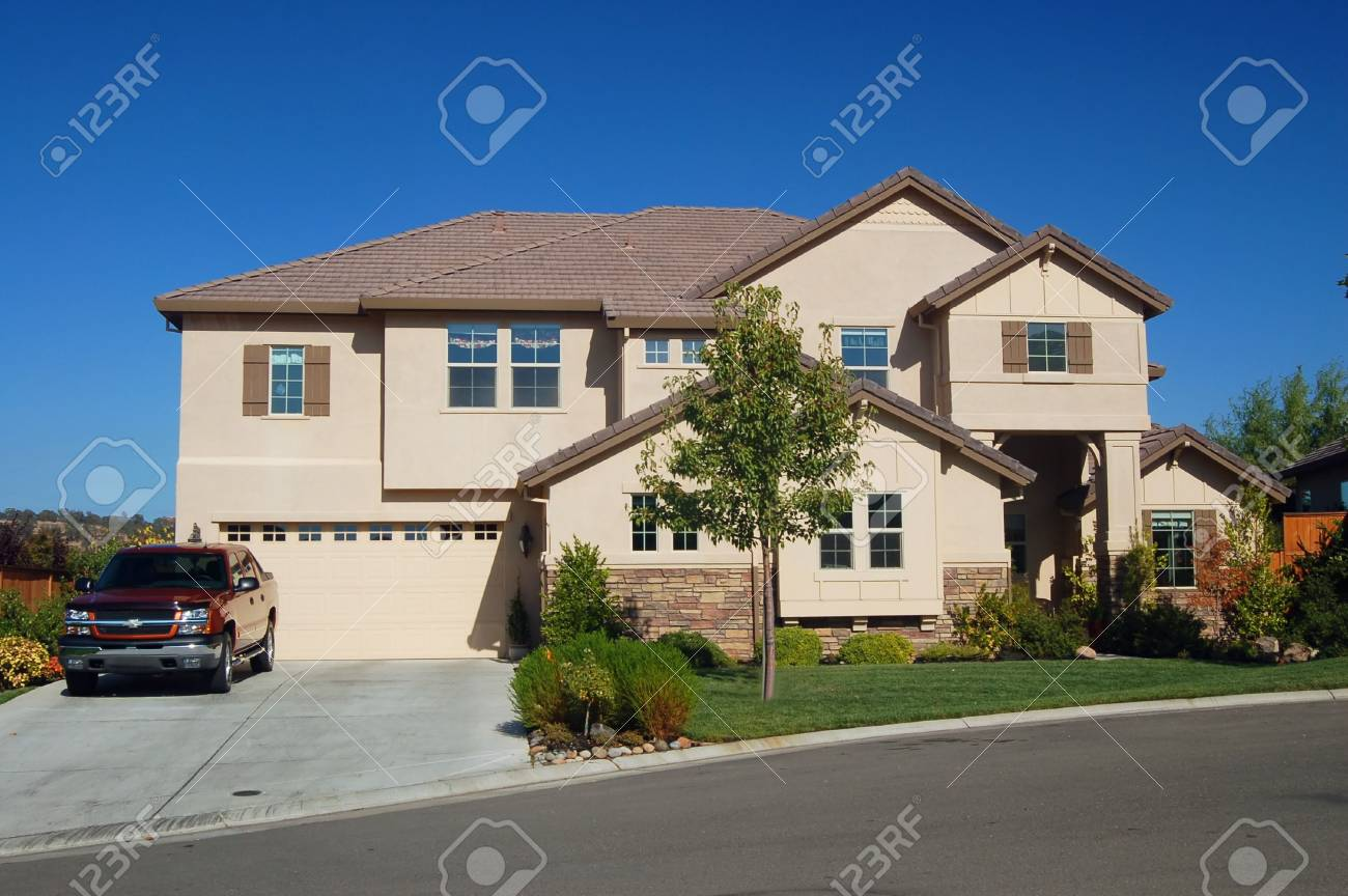 house in the suburbs Stock Photo - 335900