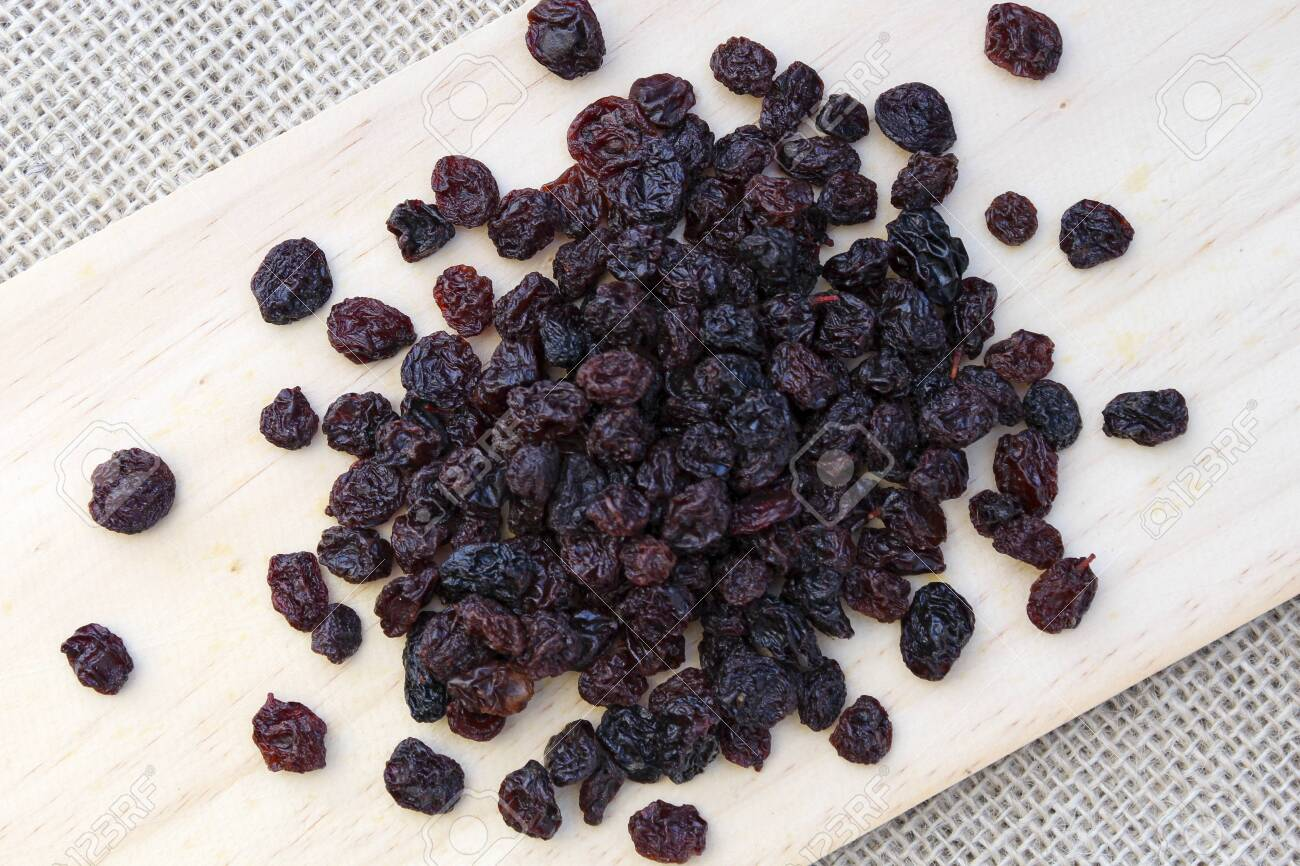 A portion of raisins - 150335237