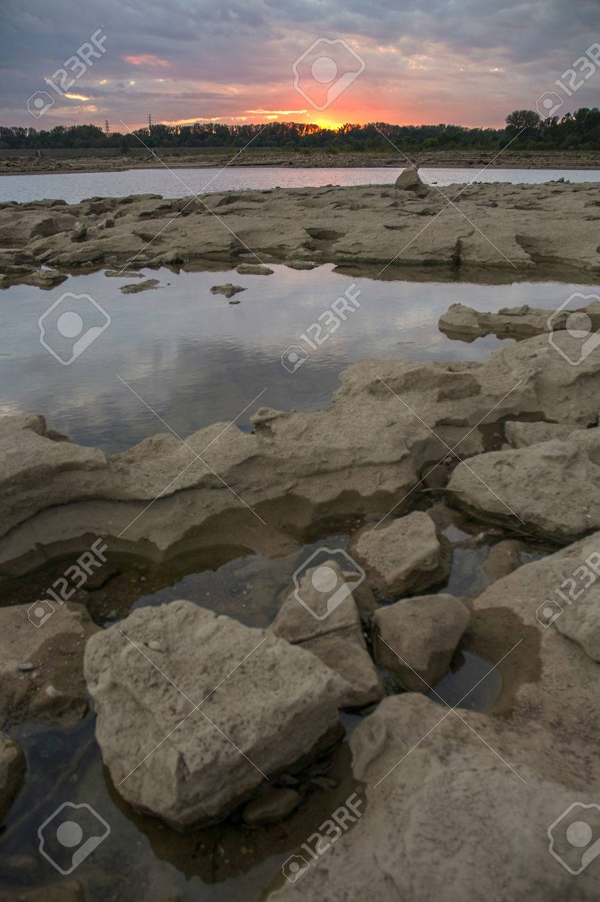 Tide pools and sunset at Falls On The Ohio State Park Stock Photo - 74449312