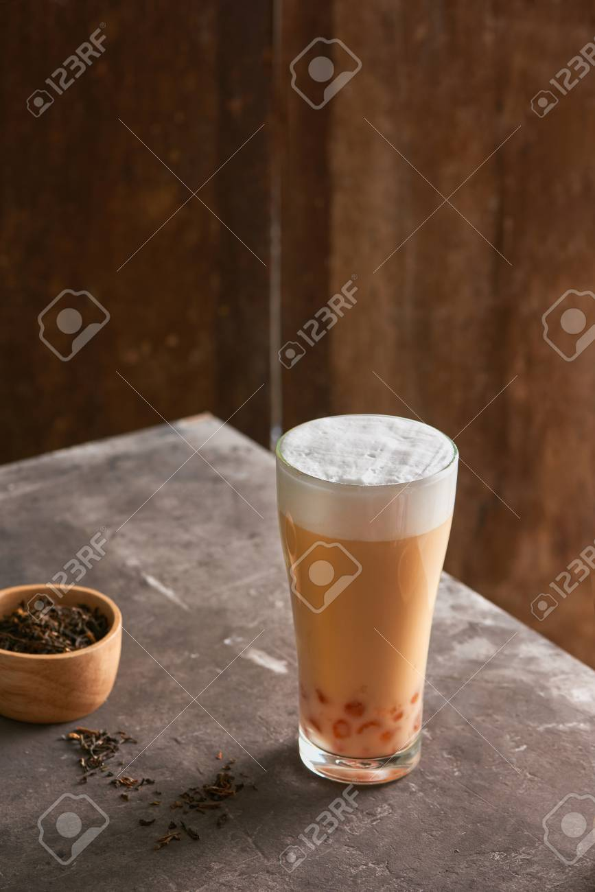 Ice cheese milk tea and bubble with chocolate cookies. - 104539086
