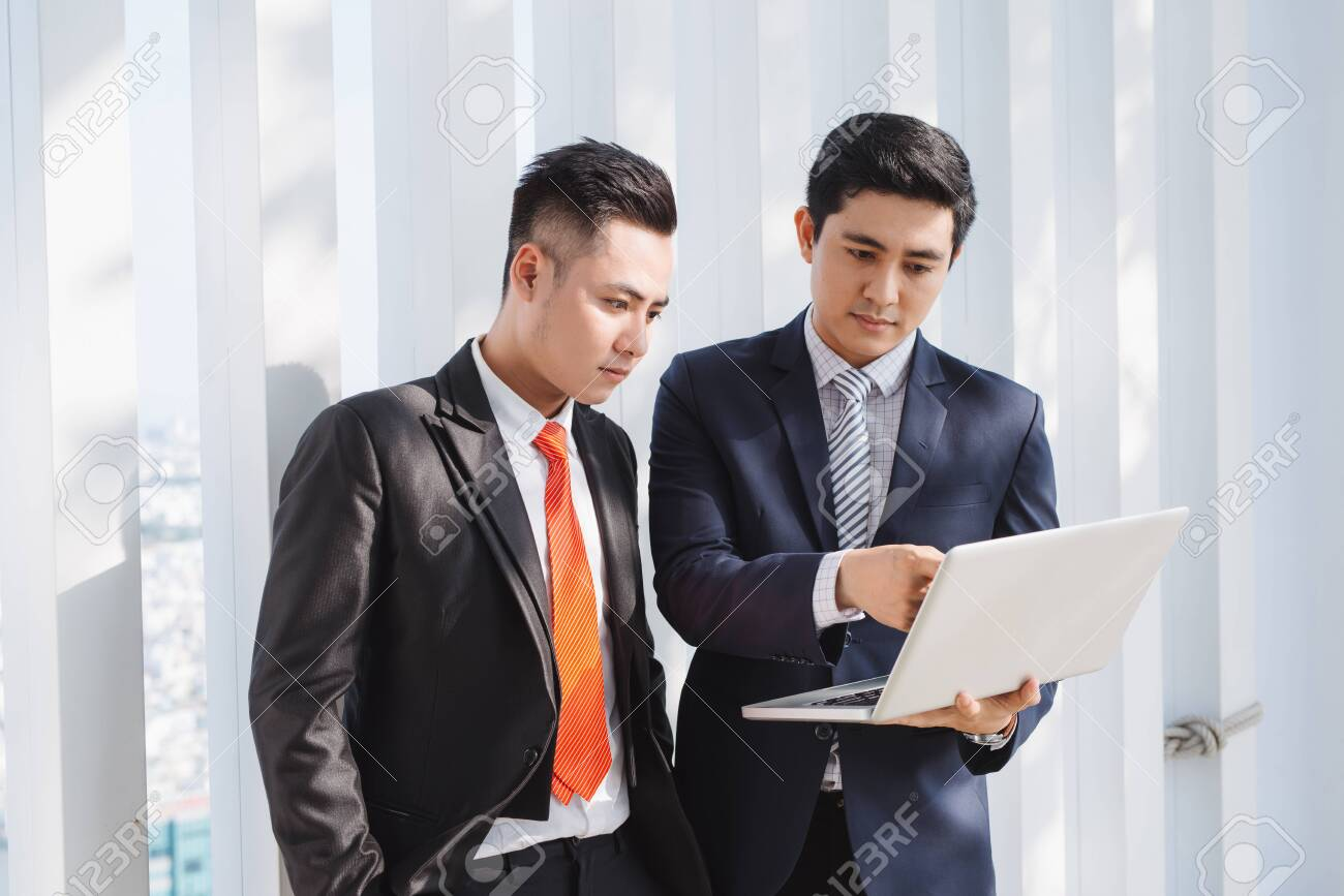 business people working with laptop - 121990371