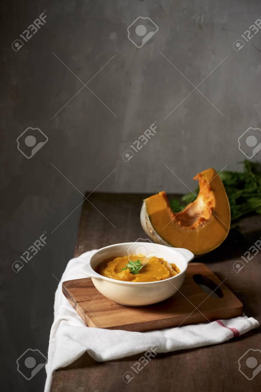 Organic orange pumpkin puree ingredient for baking - 124804107