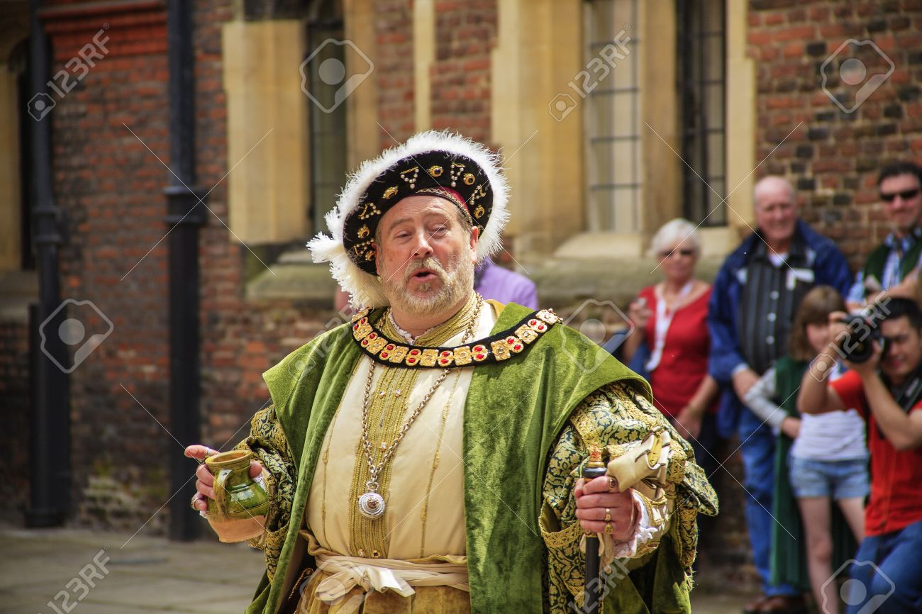 LONDON - JUNE 07: An actor portrays King Henry VIII who was King of England from 1509 to 1547 at Hampton Court Palace in London in United Kingdom on JUNE 07, 2010.  Stock Photo - 17951136