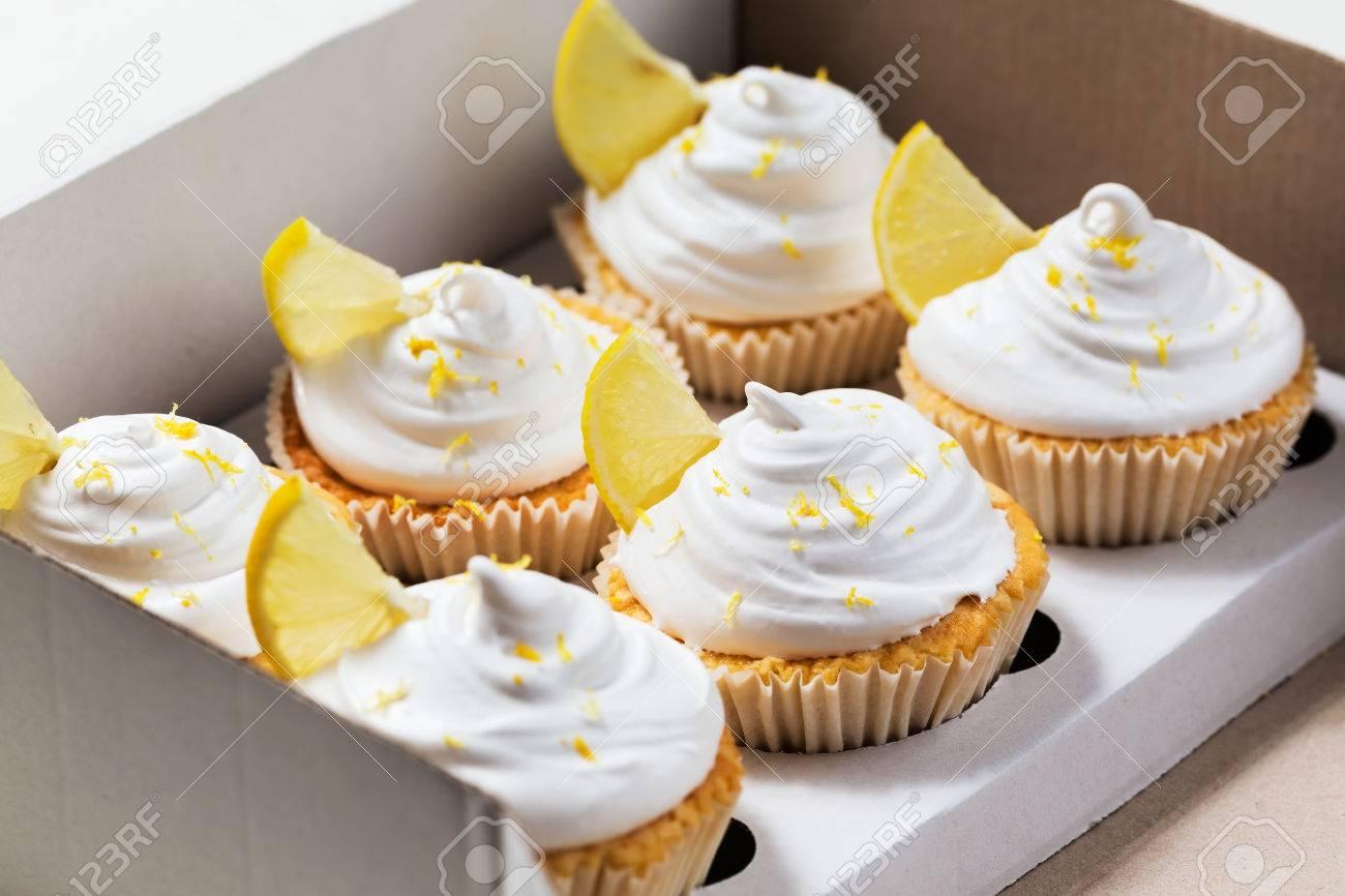 Lemon Cupcakes Mit Weisser Sahne Kuchen Verpackung Versand Box