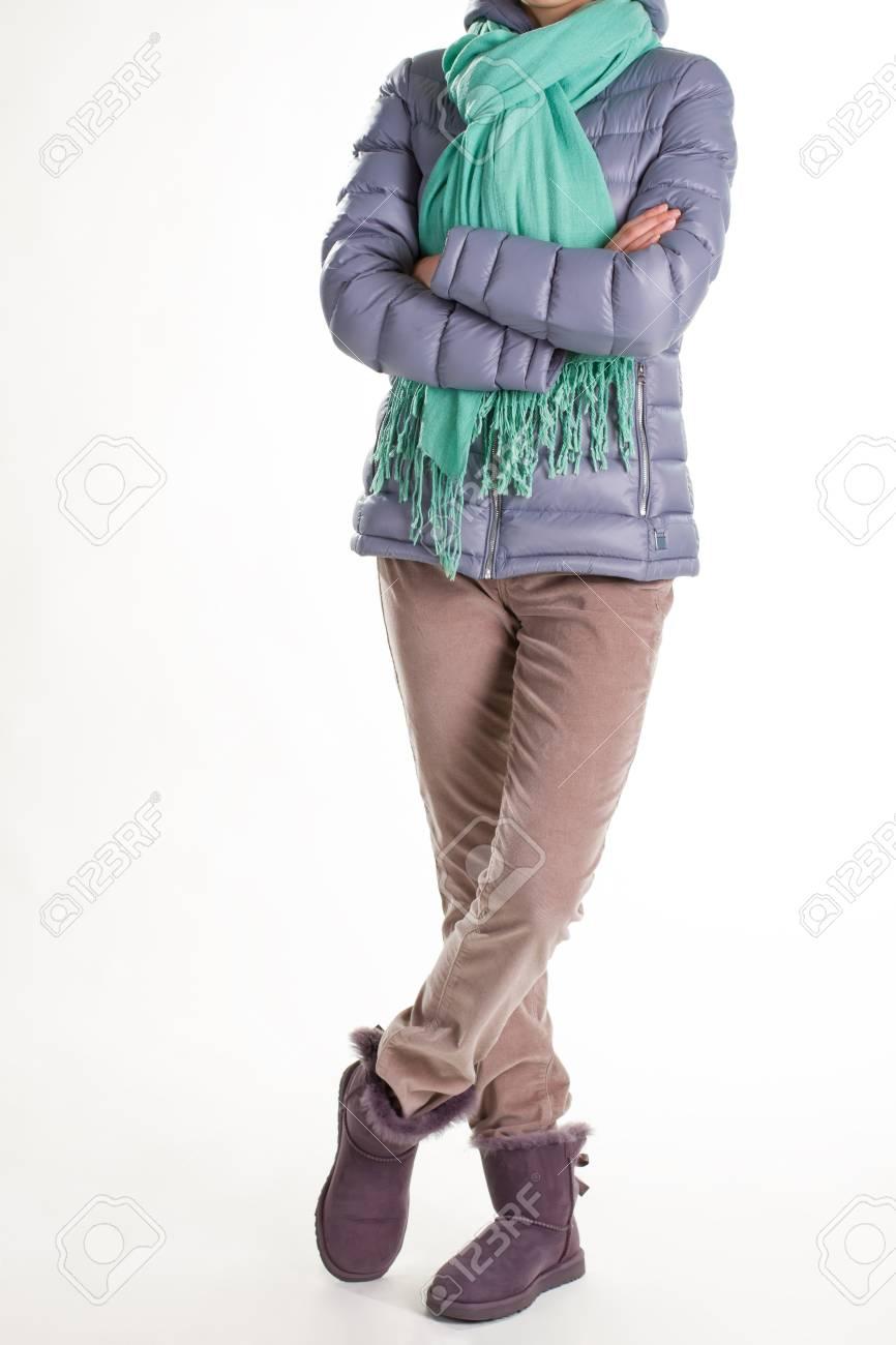 comprar popular 7d780 0f1ca Chaqueta de mujer gris. Ropa casual de invierno con bufanda. Bufanda  turquesa y chaqueta gris. Chaqueta de invierno acolchada y bufanda.