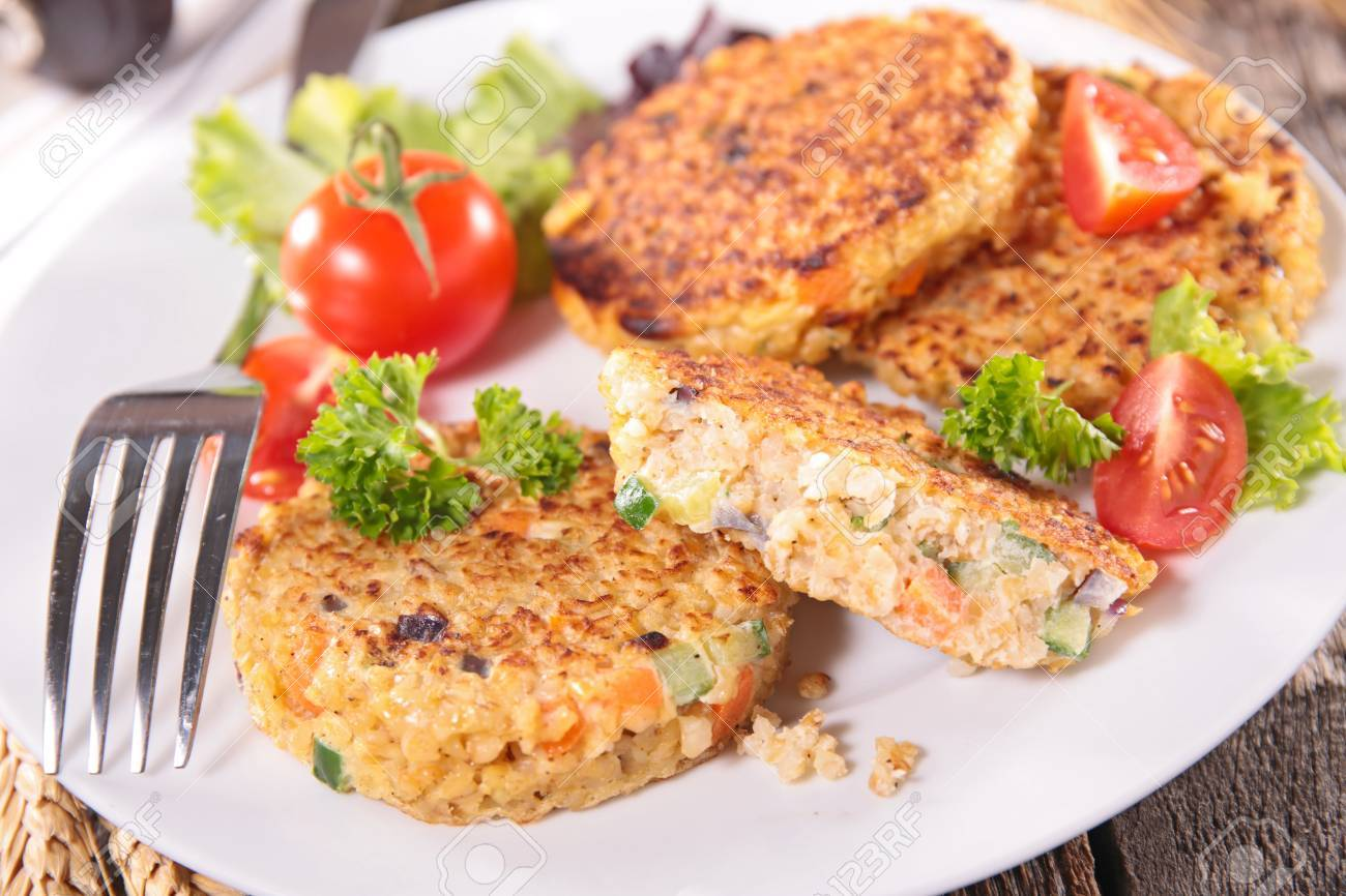 Quinoa Kuchen Mit Gemuse Lizenzfreie Fotos Bilder Und Stock