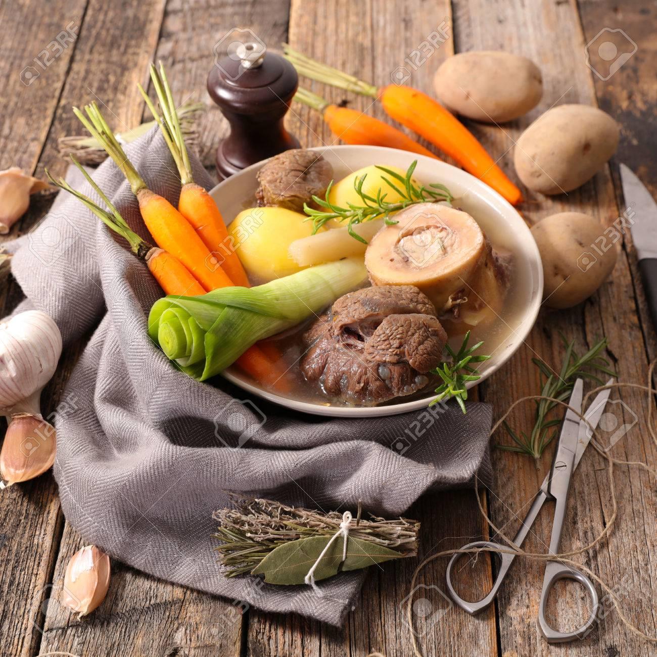 Rindfleisch Mit Gemüse Und Brühe Pot Au Feu Lizenzfreie Fotos