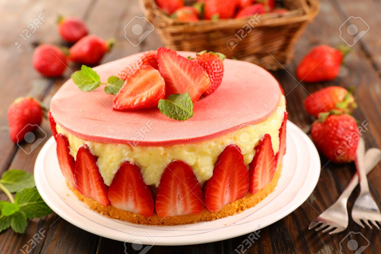 delicious strawberry cake on wood background - 120284877