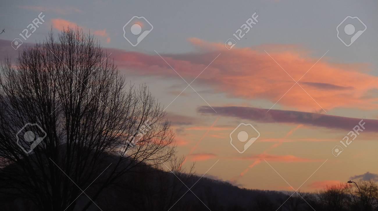 Winter sunrise Stock Photo - 75202080