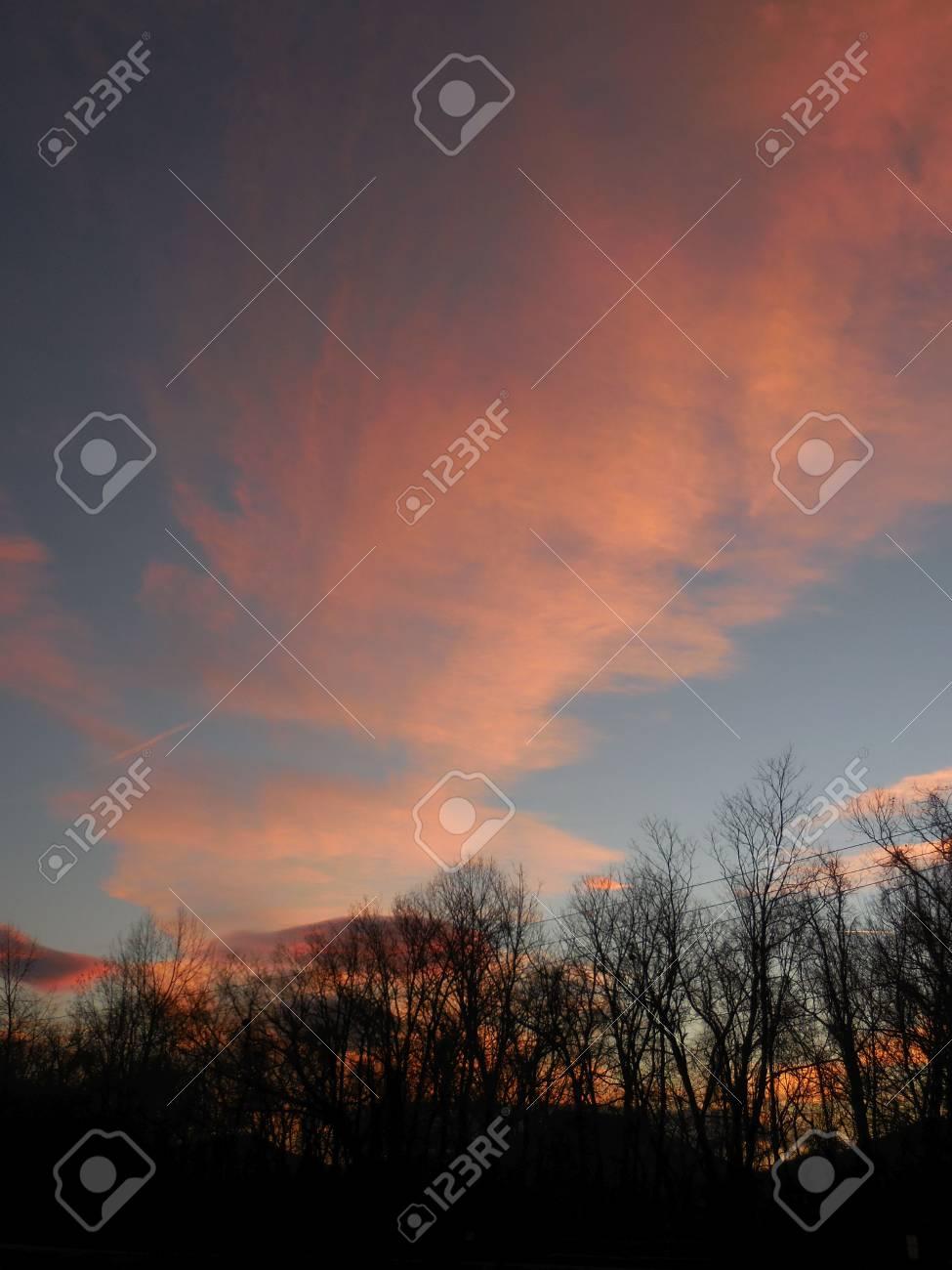 Winter sunrise Stock Photo - 73099837