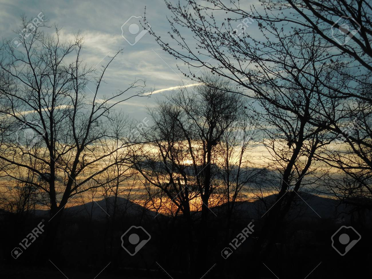 Sunrise in the mountains Stock Photo - 79424136