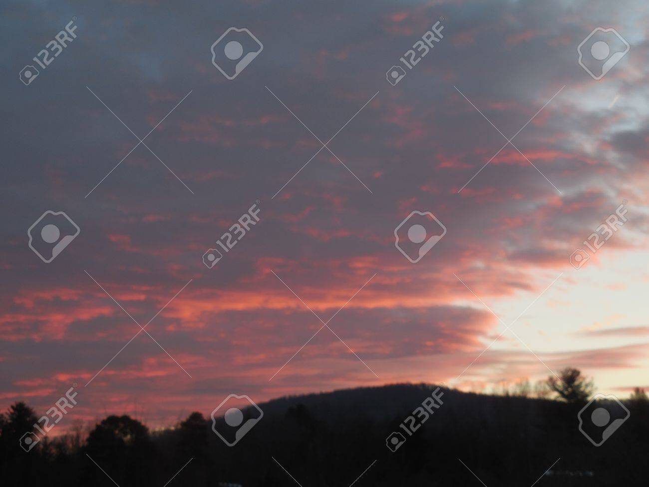 Sunrise in the mountains Stock Photo - 79037998