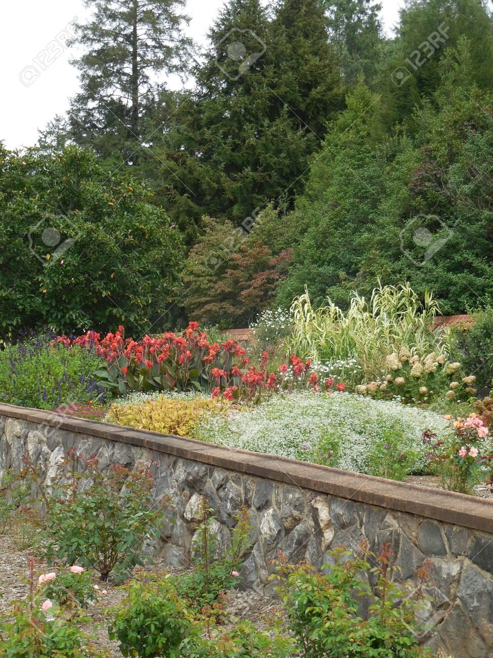 Flower garden Stock Photo - 88603401