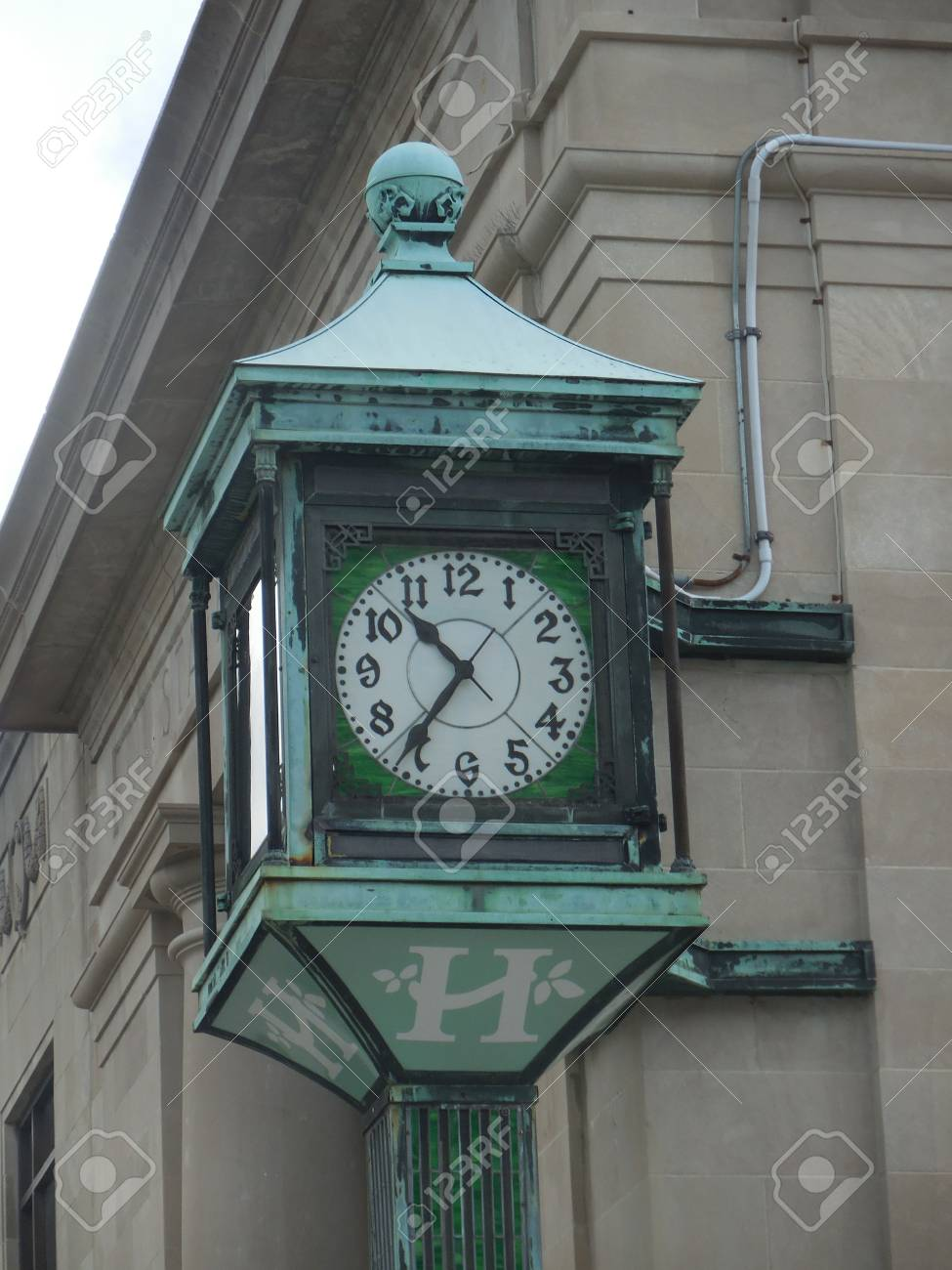Old-fashioned clock Stock Photo - 88615853