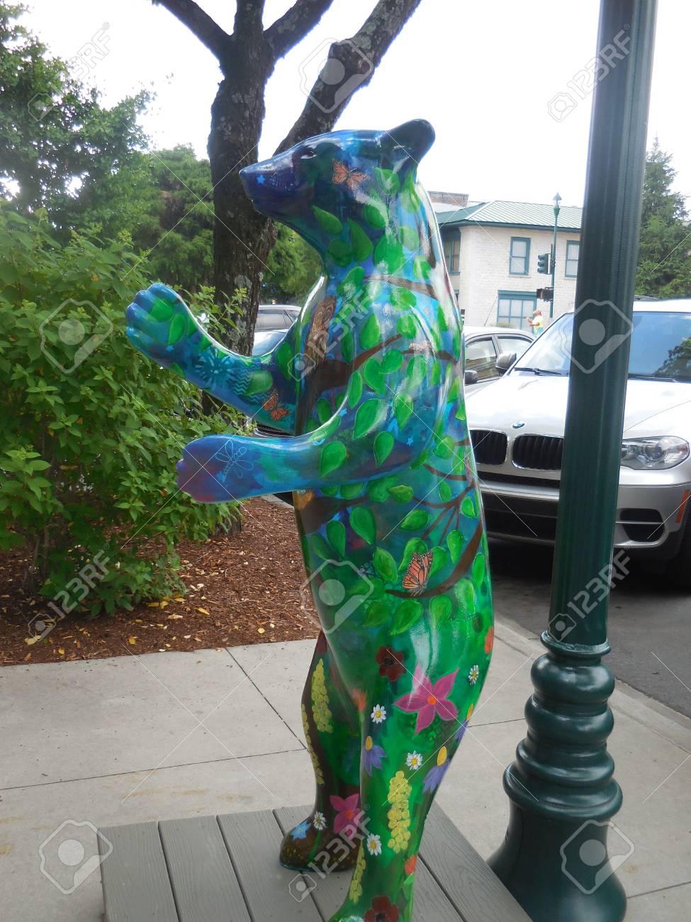 June 17, 2017 - Hendersonville, NC - decorative bear Stock Photo - 93494301