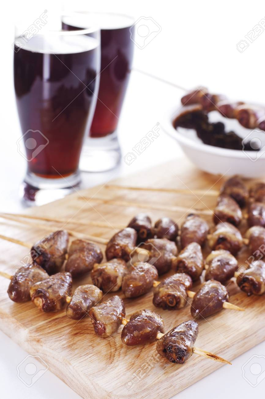 Grilled chicken hearts on skewers with soy sauce and salad. Stock Photo - 19009096