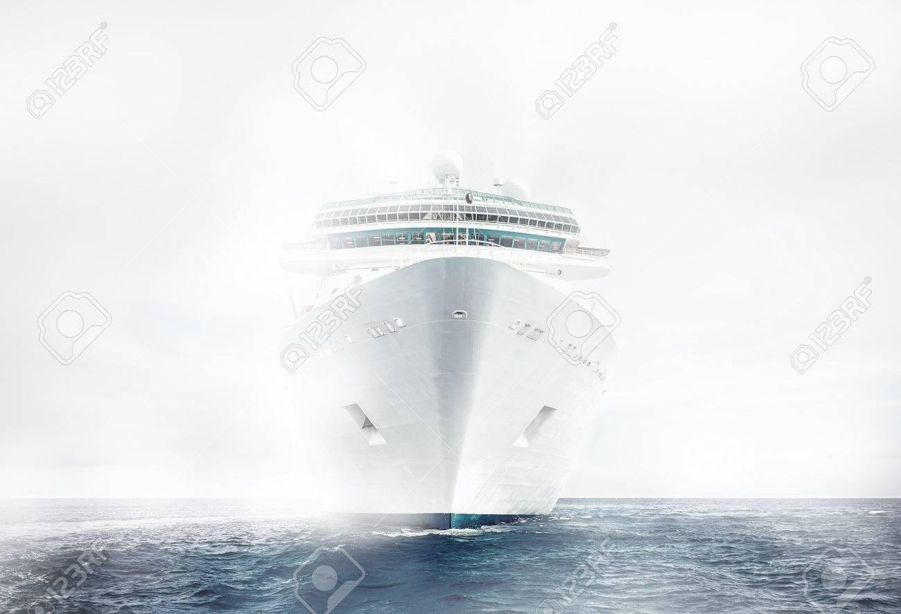 Cruise ship sailing in fog - 43025166