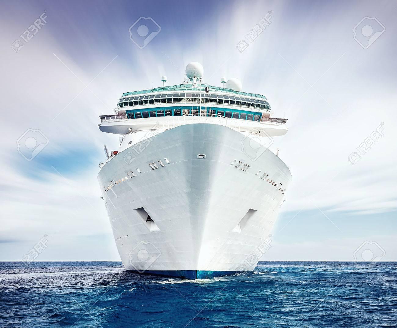 Cruise ship - 43025190