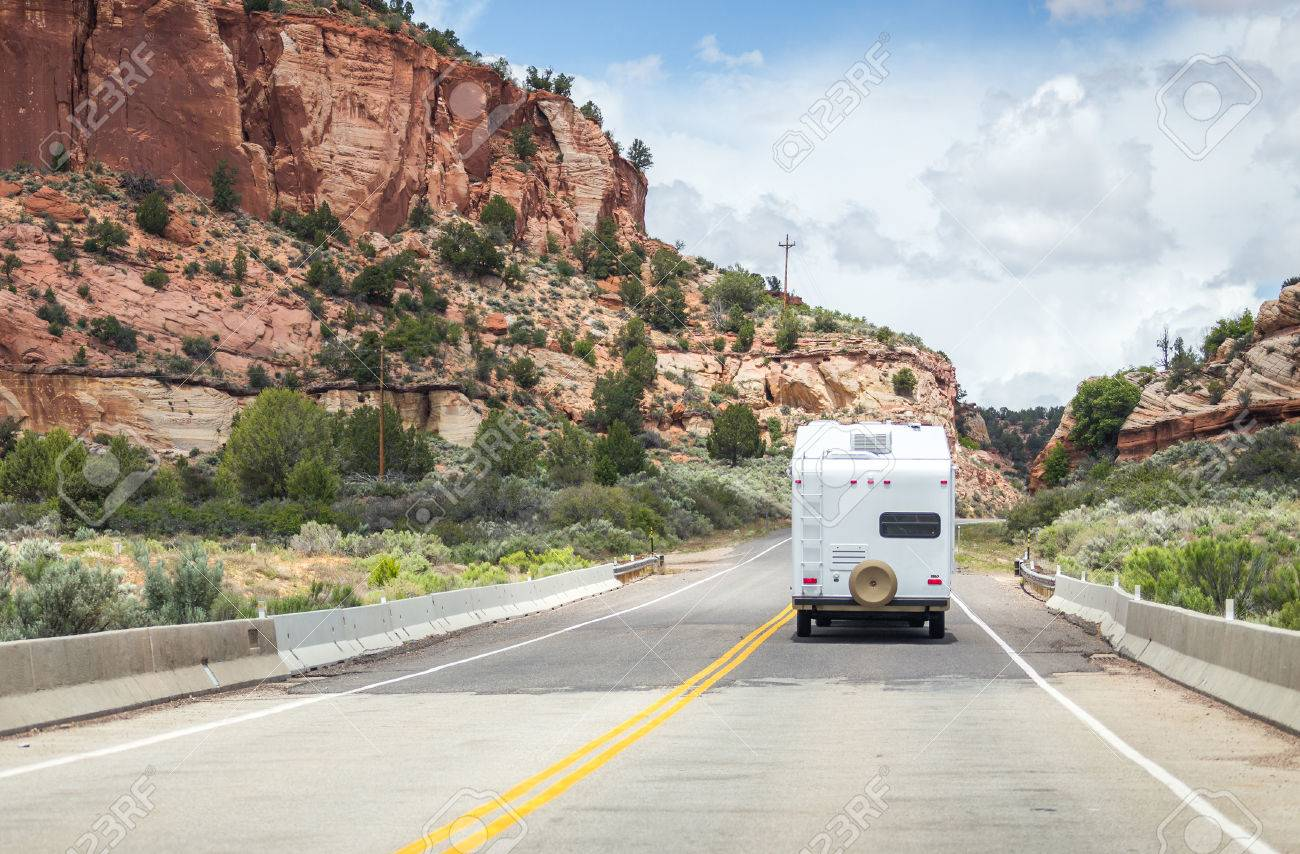 Motorhome on the road to Bryce canyon - 43027082