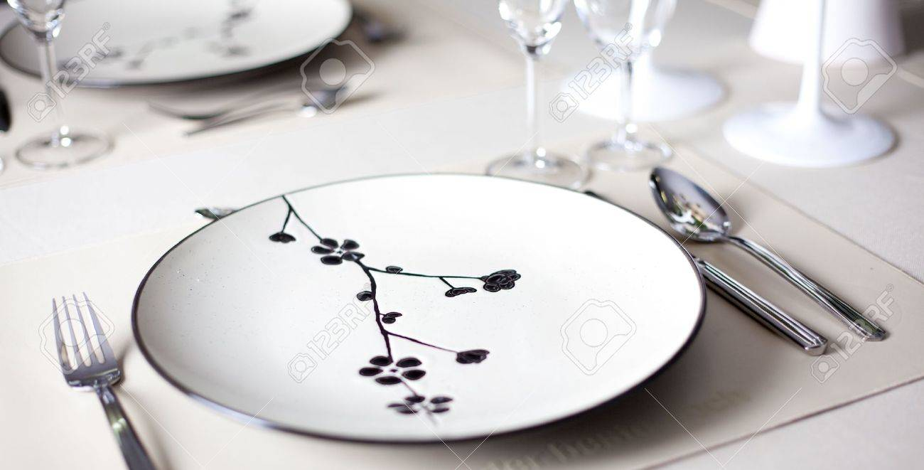 A dinner plate, knife, spoon and fork Stock Photo - 8009601