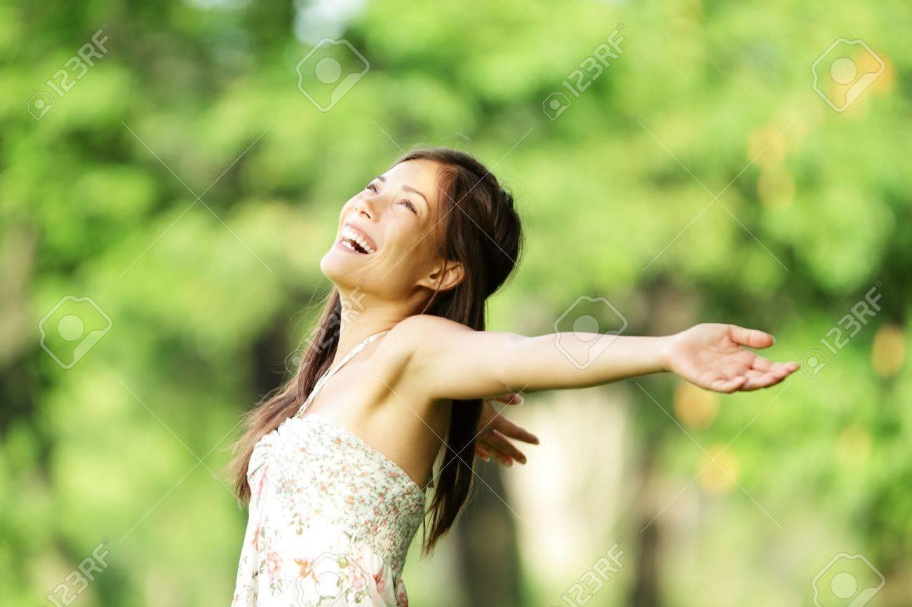Картинки счастливая девушка летом